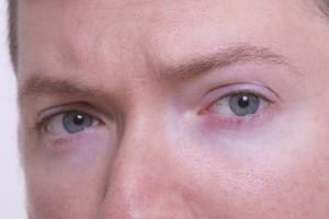 眉毛の動き