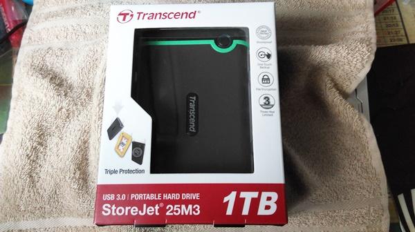外付けHDDのTS1TSJ25M3 1TBのパッケージ写真(開封前)