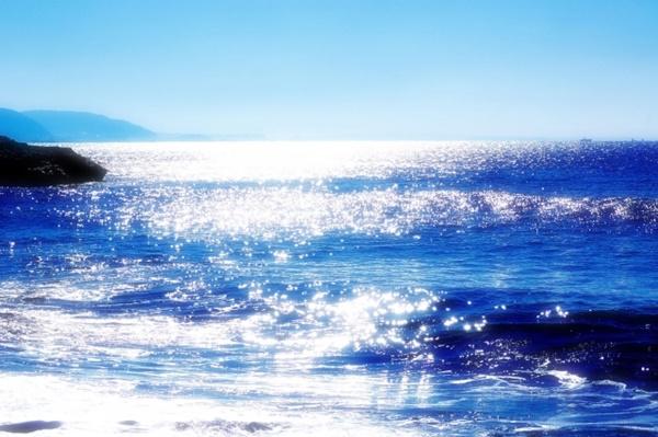 海面で反射する光