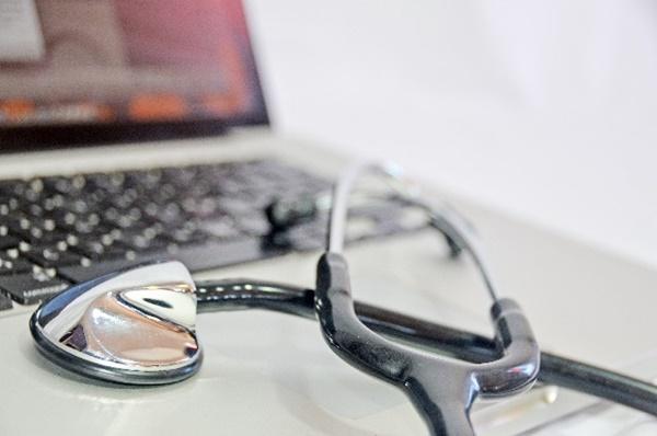 パソコンと聴診器