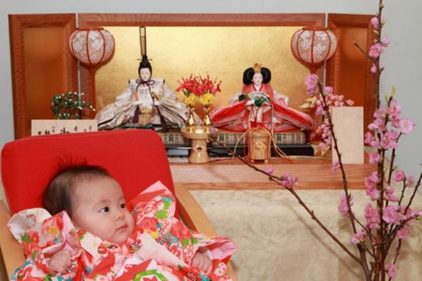 0歳児とひな人形