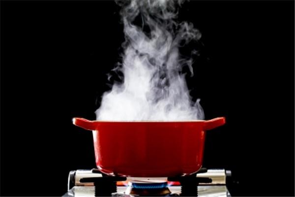 湯気が出る鍋